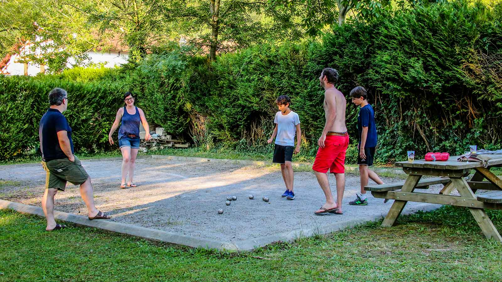 Camping pays basque vacances camping maul on caravaning for Camping au pays basque avec piscine